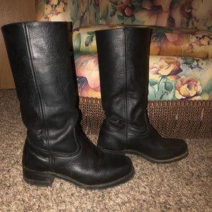 Frey's black boots